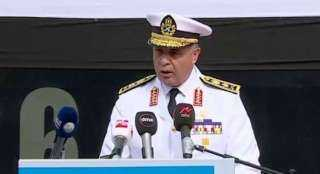 قائد القوات البحرية المصرية يلتقى نظيره الأمريكي وقائد الأسطول الخامس