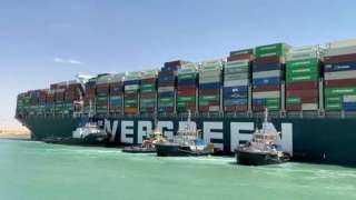 بعد الحجز على السفينة الجانحة.. مصادر تكشف الإجراءات القانونية القادمة من قناة السويس
