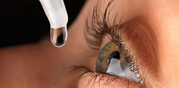 حكم استخدام المرأة لقطرة العين ومحلول العدسات اللاصقة في الصيام