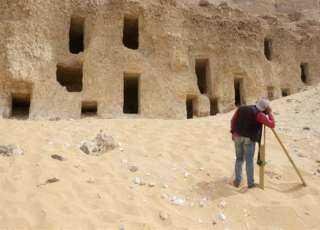 اكتشاف عدد ضخم من المقابر الصخرية بجبانة الحامدية شرق سوهاج