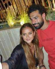 نيللى كريم فى صور مع النجم محمد صلاح.. وتعلق: نحن نحبه