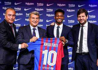 رسميًا.. برشلونة يمدد عقد فاتي حتى 2027 ويحصنه بمليار يورو
